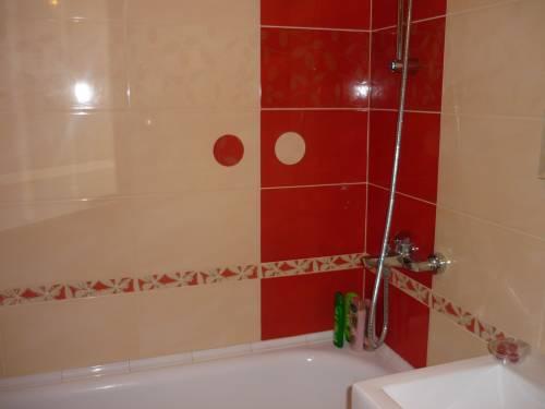 Carrelage salle de bain noir et beige des devis gratuit for Prix pose carrelage sol m2